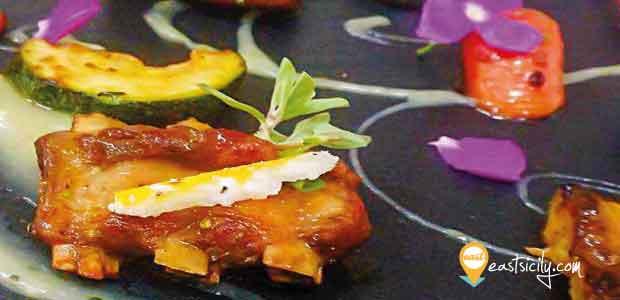 Agnello mielato al curry su crema di zucchine e patate