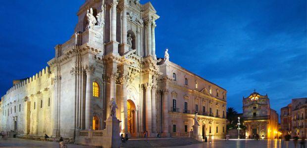 Piazza Duomo, fonte https://en.wikipedia.org/wiki/Syracuse,_Sicily